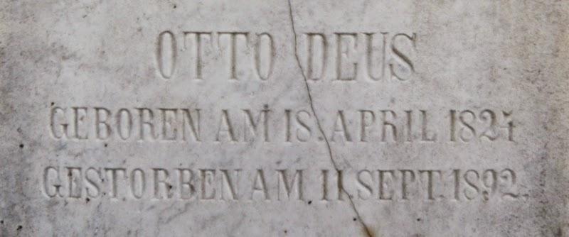 Inschrift an der Stele des Familiengrabes zu Otto Deus