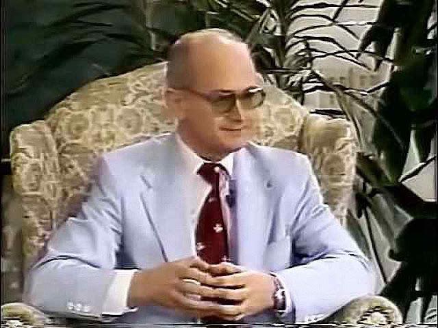 Youri Bezmenov, ex-responsável da propaganda soviética descreveu o plano