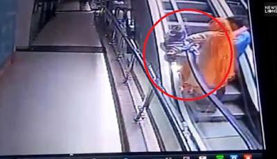 Ibu jatuhkan anaknya dari eskalator