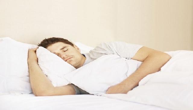 Πώς να κοιμηθείτε άνετα εν μέσω καύσωνα