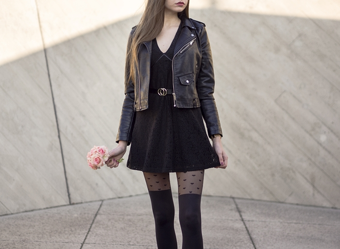 stylizacja z czarną sukienką