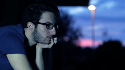 sad man thinking alone shayari