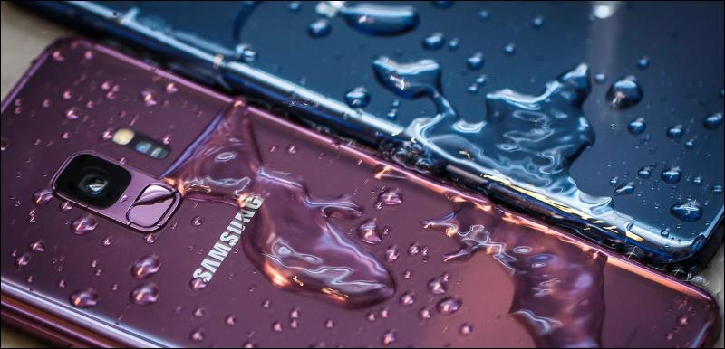 هل-الهاتف-مدعم-بحماية-ضد-الماء-WaterProof