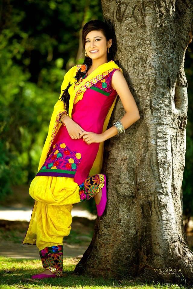 Latest Stylish Punjabi Girls Dress And Punjabi Beauty In -4869
