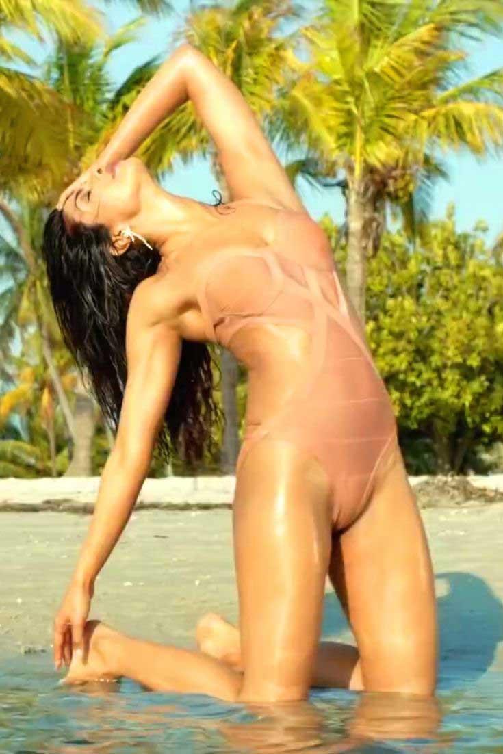 Priyanka Chopra in Swimsuit, Priyanka Chopra in bikini, Priyanka Chopra in Swimsuit exotic
