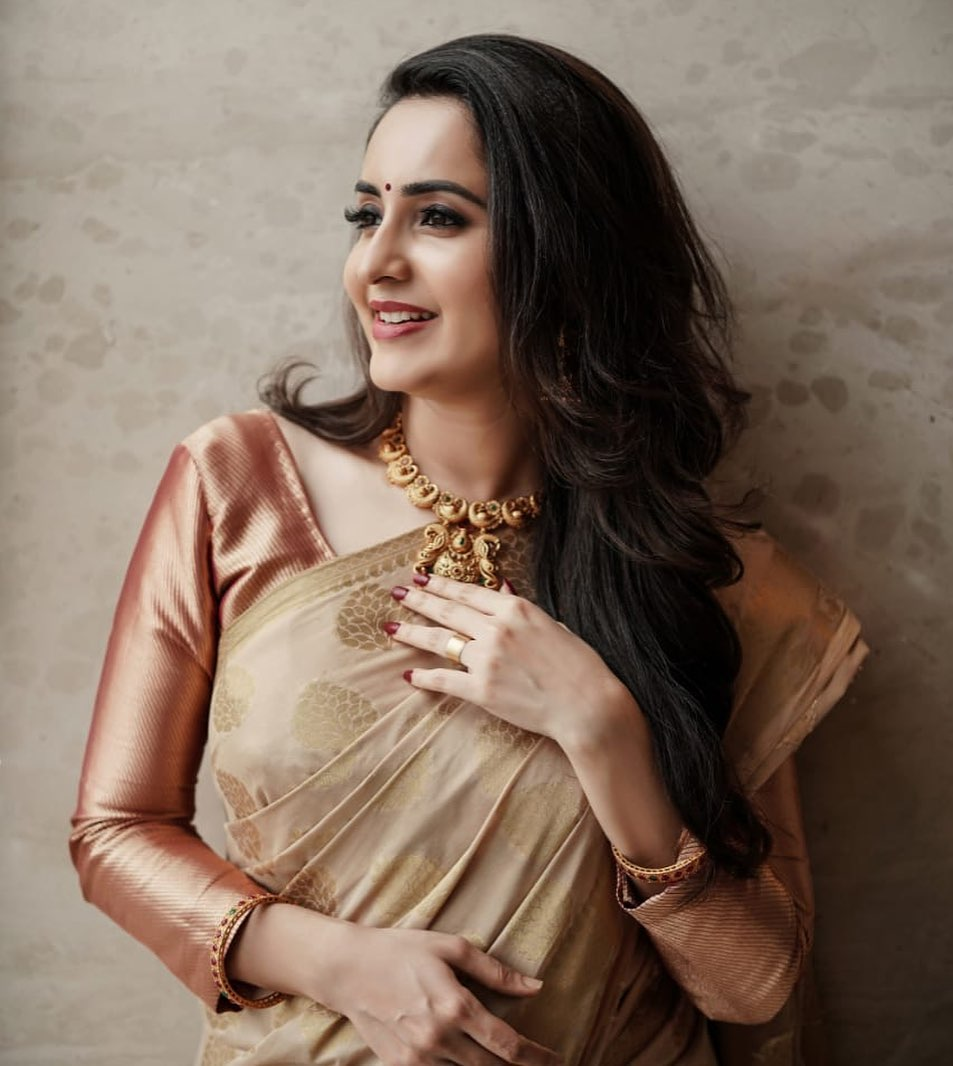 Bhamaa South Indian Actress Saree Hot Photoshoot Photos Hd Images Pictures Stills First Look Posters Of Bhamaa South Indian Actress Saree Hot Photoshoot Movie Mallurepost Com