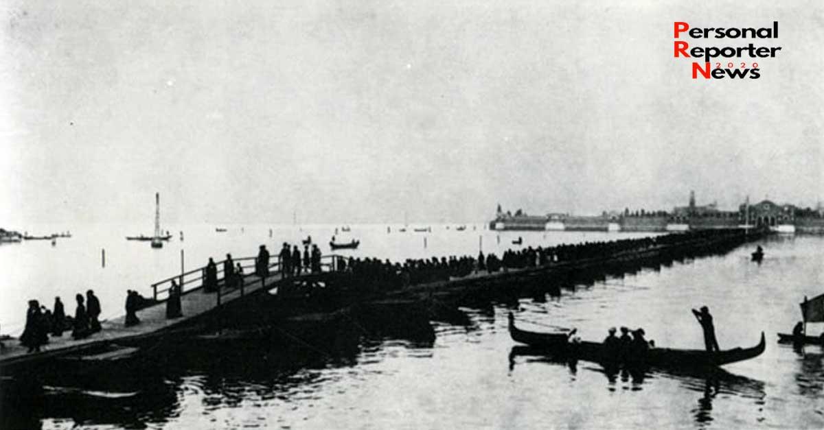 Il ponte di barche per il cimitero di Venezia nell'isola di San Michele