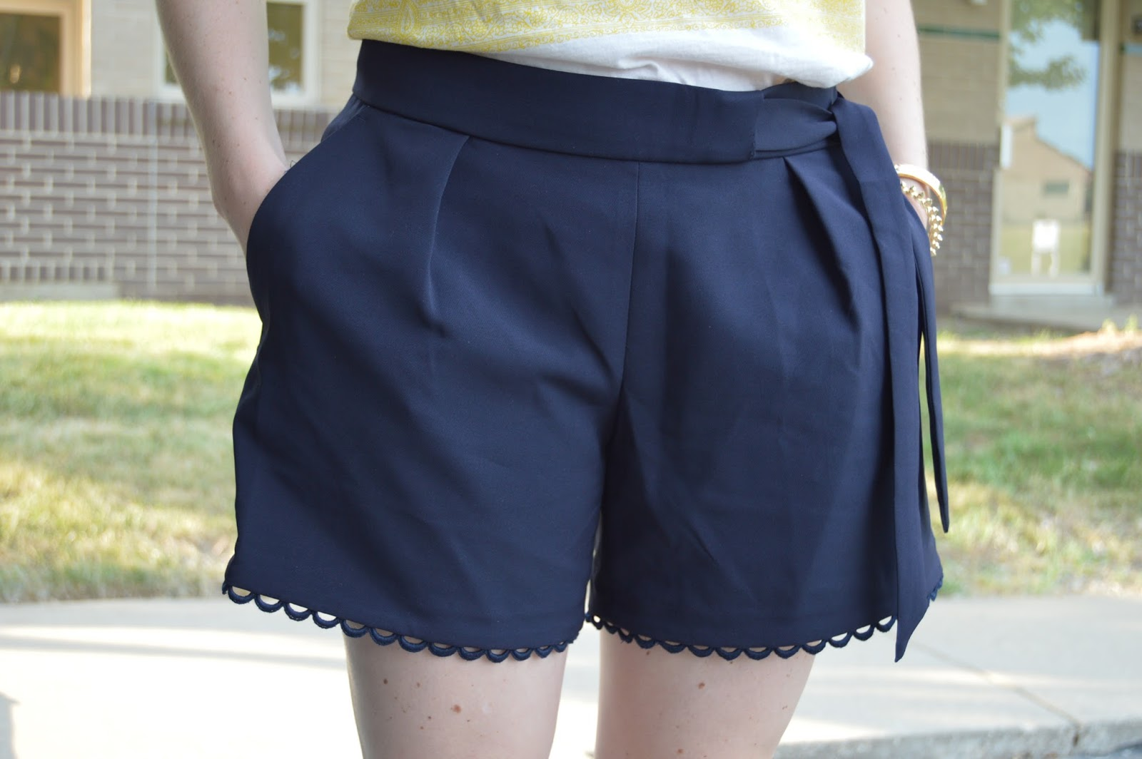 navy lace trim sorts | your life styled  | a memory of us | kansas city fashion blog | banana republic shorts | classy navy shorts | date night shorts |