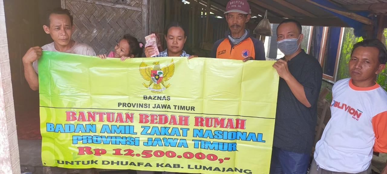 Baznas Lumajang Bantu Bedah Rumah Warga Desa Jarit