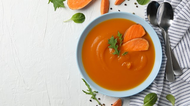 حساء البطاطا الحلوة مع الكريمة