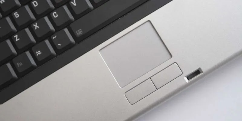 لوحة اللمس للكمبيوتر المحمول لا تعمل بشكل مميز