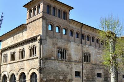 Palacio de los Reyes de Navarra, Eslella