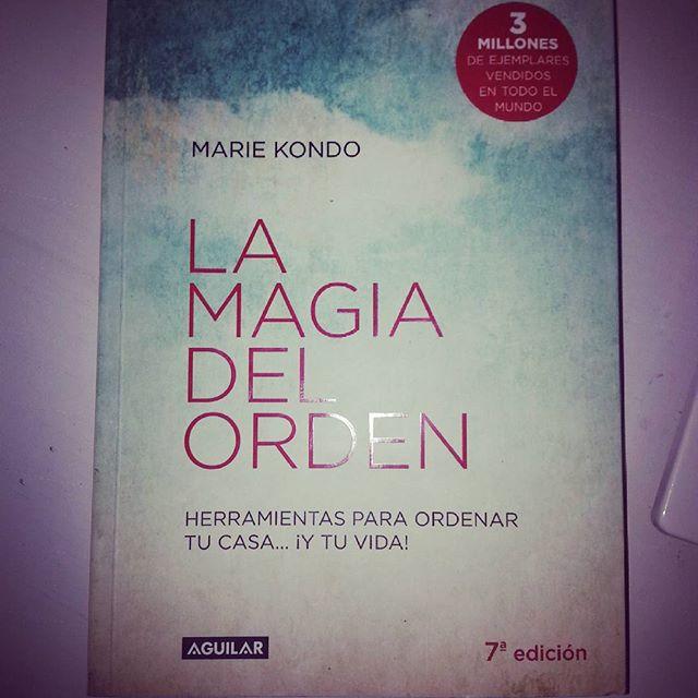 Libros psicolog a la magia del orden marie kondo for Libros de marie kondo