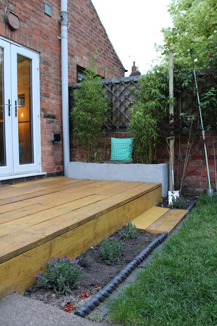 rope edging tiles in modern garden