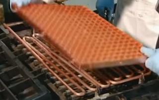 соединение фреонопровода и решетки для льда