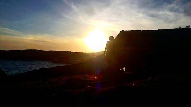 Foto matahari terbenam di Gunung Tunak, sumber ig @emy_gunawan