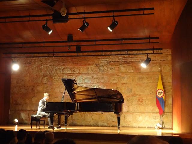 コロンビア国立博物館のホールでピアノ演奏