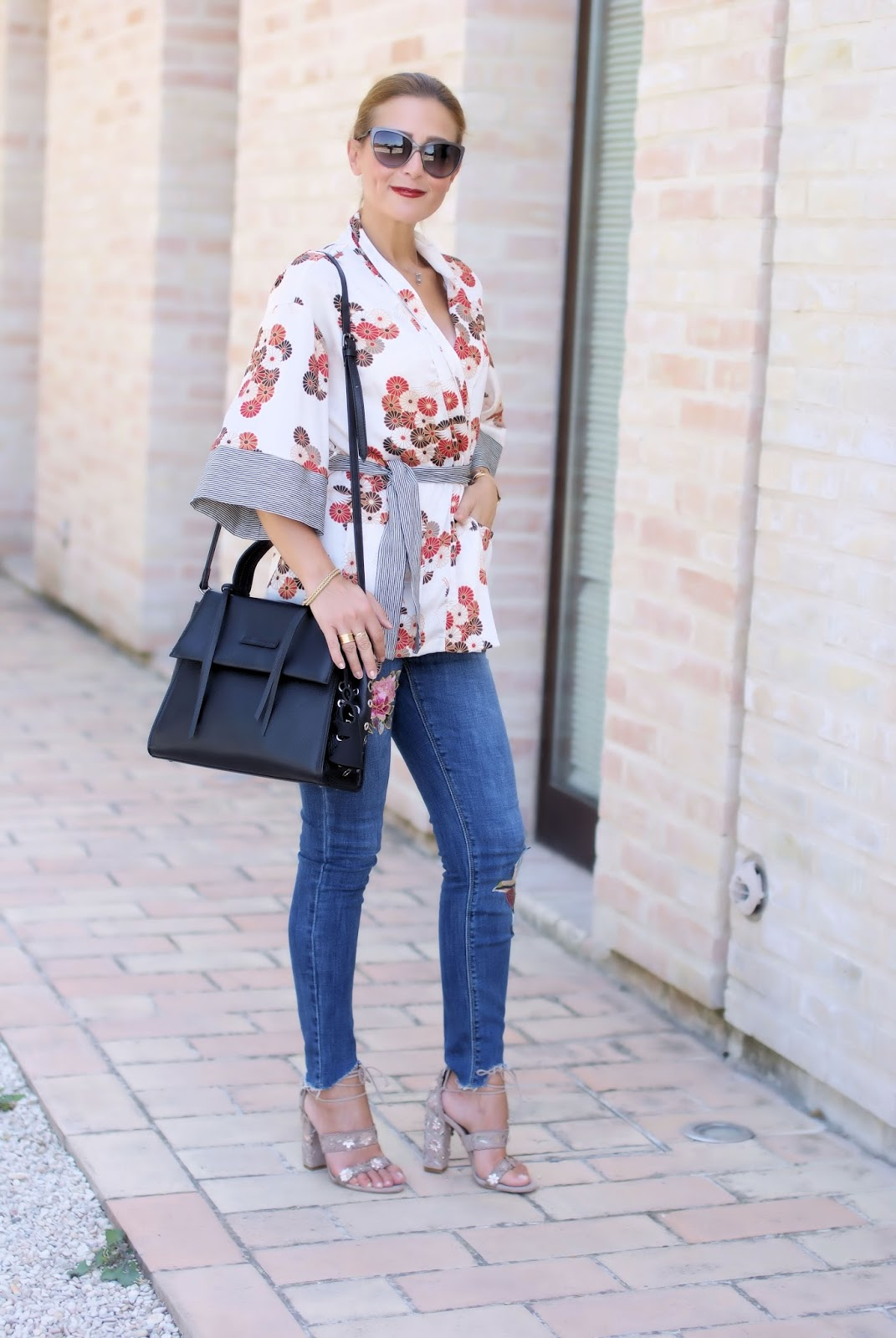 How to style a kimono top: jeans, Malloni bag, Le Silla shoes on Fashion and Cookies fashion blog, fashion blogger style