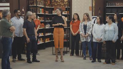 Carol Ribeiro conversa com participantes - Divulgação/Band