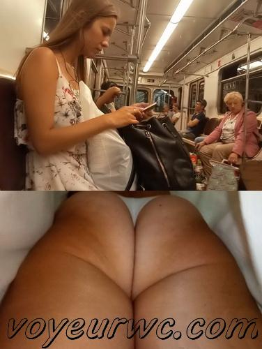 Upskirts 4258-4267 (Secretly taking an upskirt video of beautiful women on escalator)