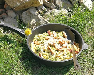 Vollkorn-Fusilli mit Broccoli, Pute und Gorgonzola