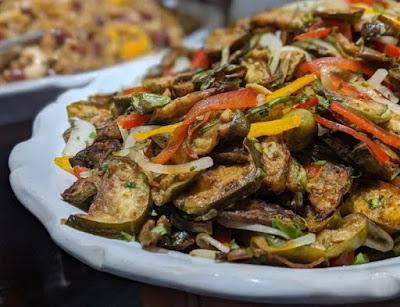 Salada de Jiló com Pimentão (vegana)