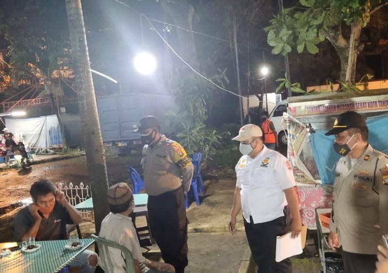 Patroli Malam Polsek Tanjungpinang Kota Guna Pencegahan dan Antisipasi Penularan Covid-19