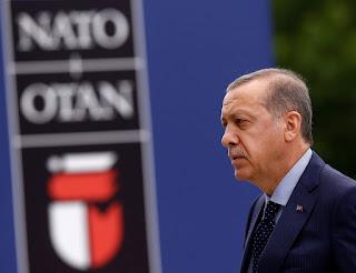 Ο Ερντογάν ανοίγει το ανατολίτικο παζάρι και ψάχνει για... χανουμάκια
