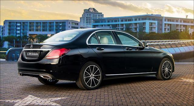 Thiết kế phần đuôi xe Mercedes C200 Exclusive 2019