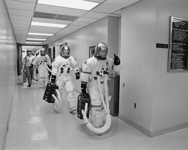 Экипаж корабля Аполло́н-16 перед стартом