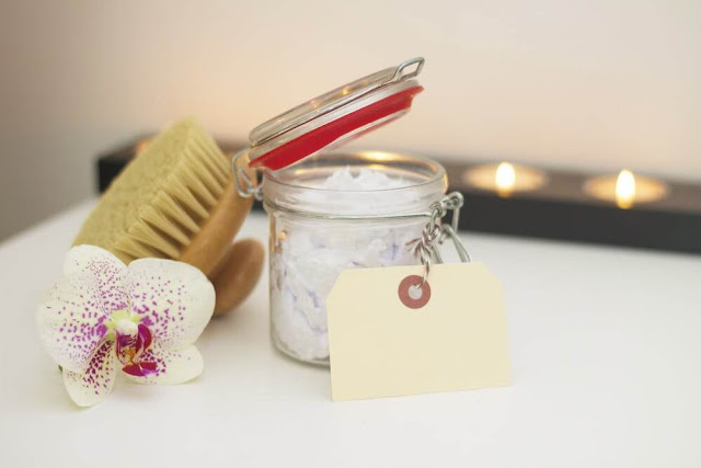 How to get rid of dandruff naturally with scalp brush