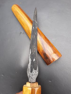 tombak pusaka godhong pring yang dapat berguna untuk menangkal serangan guna guna dan mahkluk gaib
