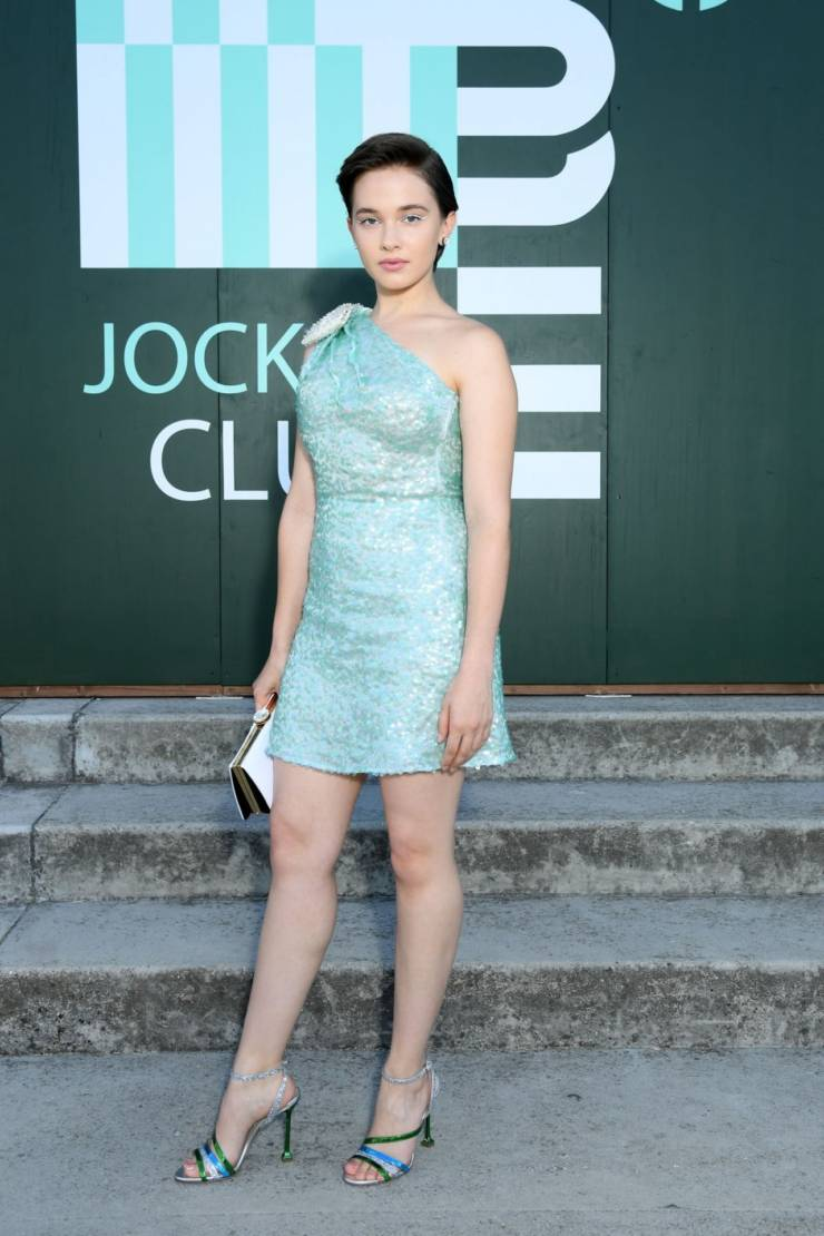 Cailee Spaeny Hot Long Cross Legs Show In Blue Top Hollywood Stars