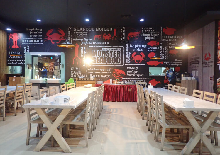 makan malam di monster seafood ancol beach city mall