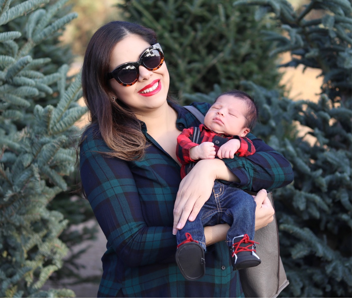 Baby's 1st Christmas Tree Picking, Baby's 1st Christmas Tree Picking outfit, plaid family picture, san diego mom blogger