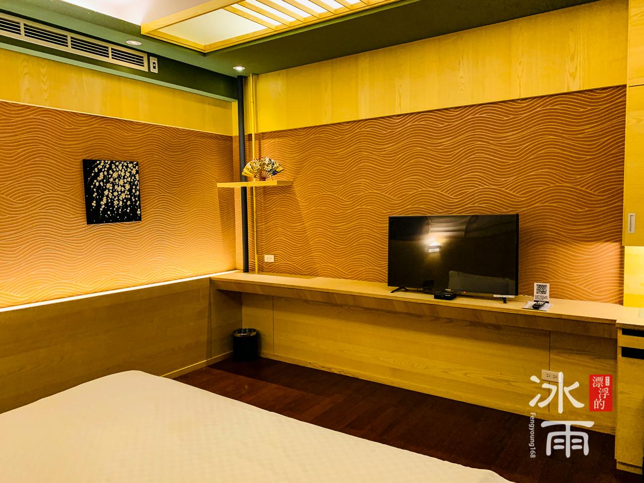 泰安湯悅溫泉會館|雙人房電視櫃