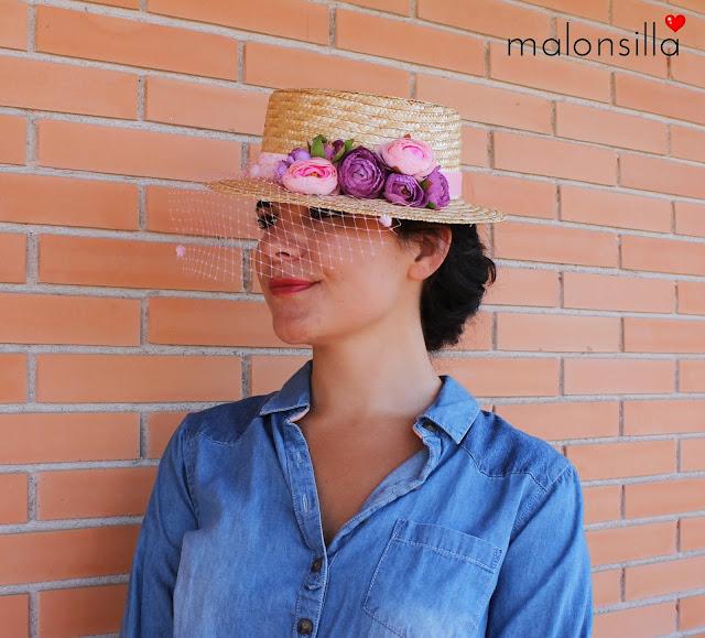 Perfil del sombrero que muestra las flores en rosa cuarzo y malva