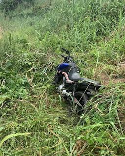 Em Pilõezinhos, policiais do 4º BPM encontram moto abandonada em matagal