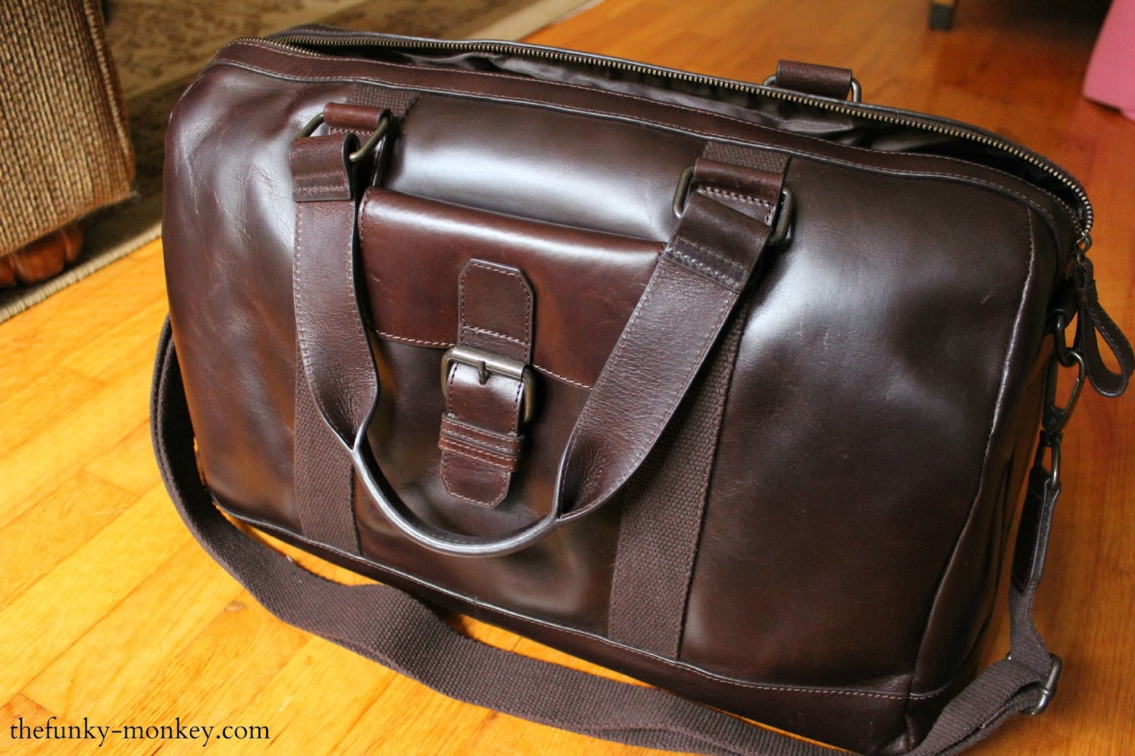The Funky Monkey Wilsons Leather Dakota Zip Closure Duffel Bag