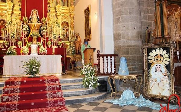 La Virgen de la Cabeza de Álora estrena nueva saya bordada por Juan José Postigo