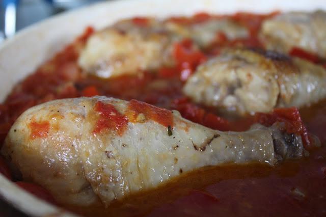 Pałeczki kurczaka w pomidorach