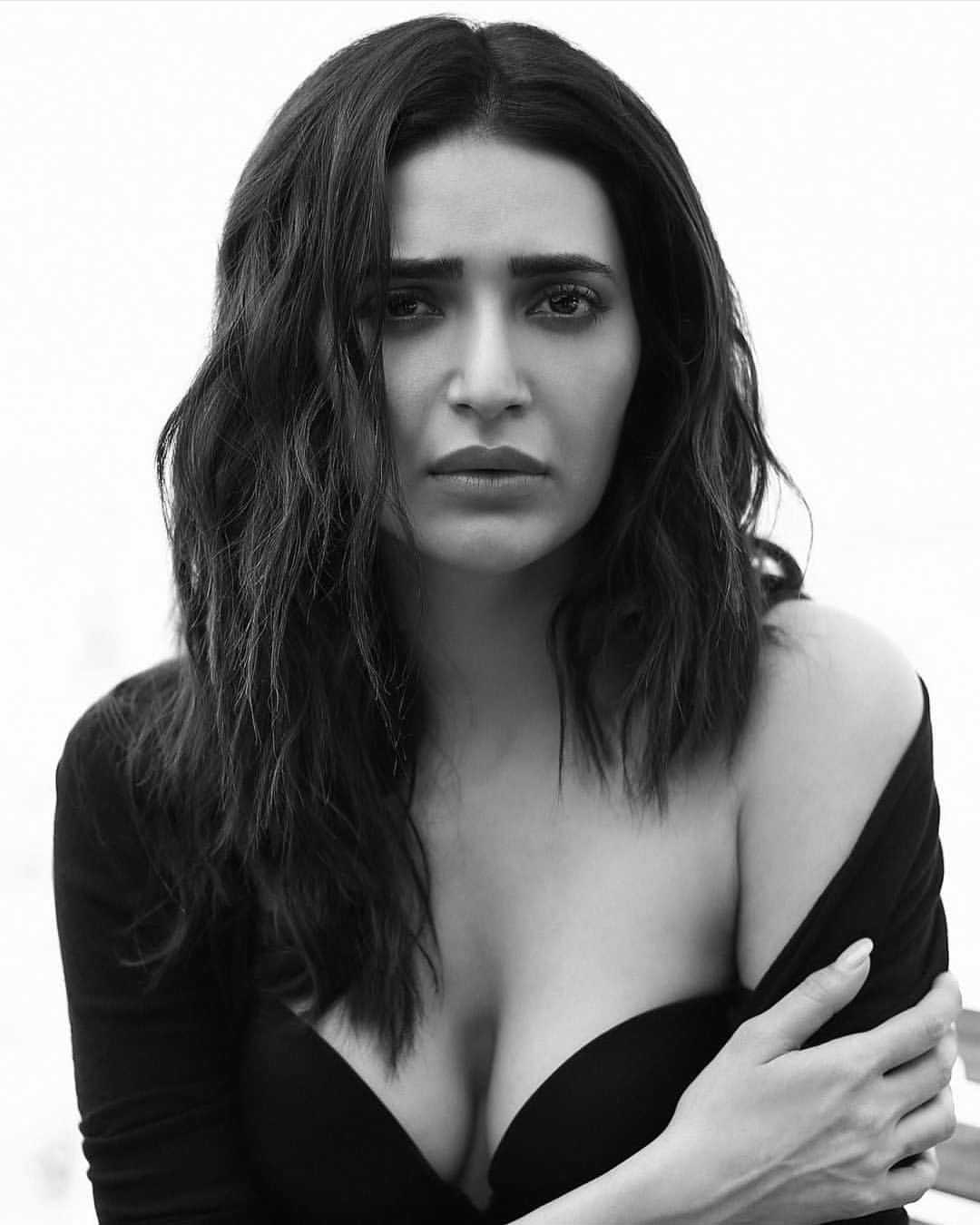 Karishma Tanna Hot, Karishma Tanna Sexy, Karishma Tanna Cleavage