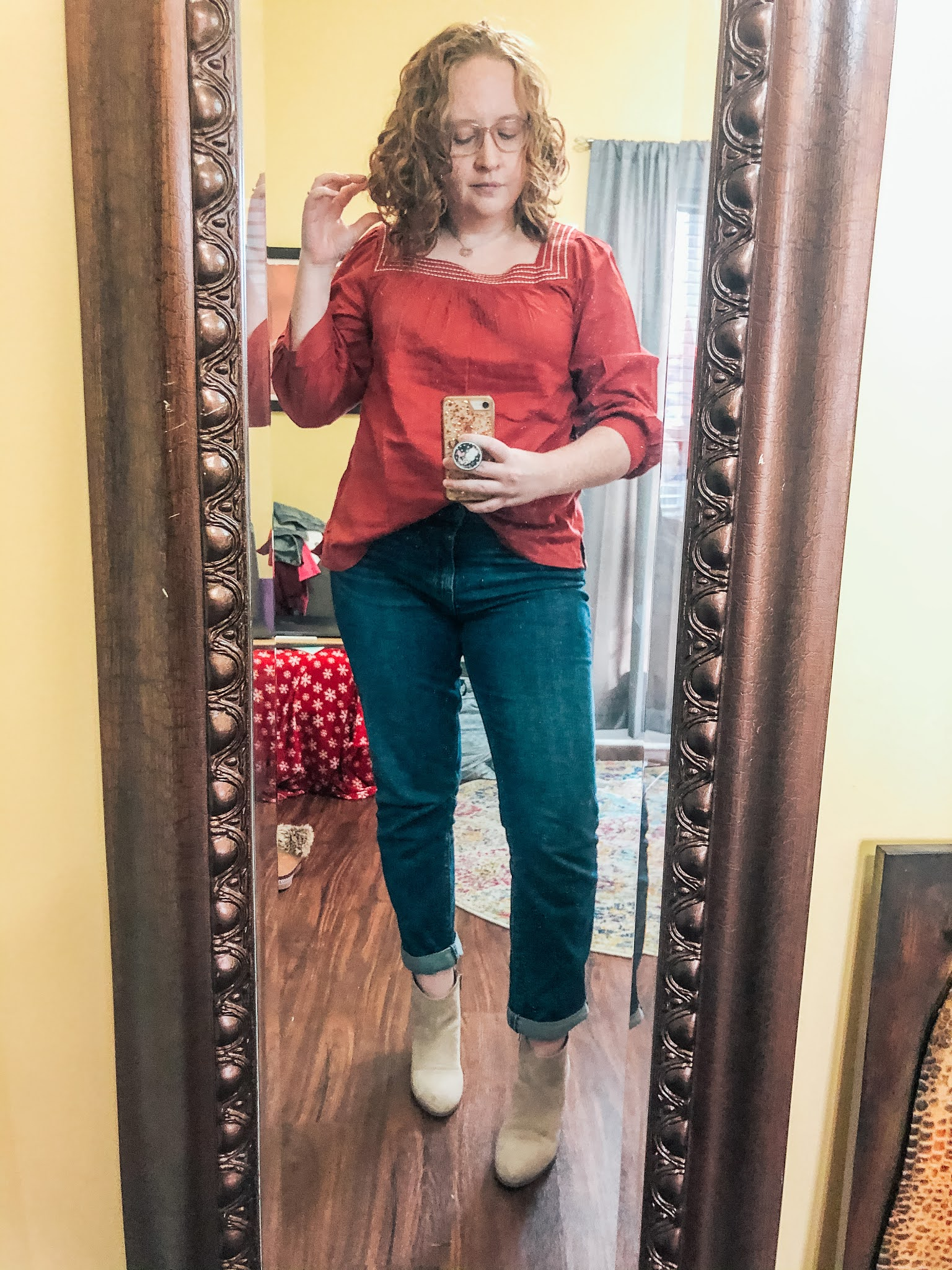 red-boatneck-top-boyfriend-jeans-taupe-booties