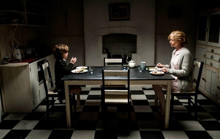 Mère et fils au dîner dans Mister Babadook