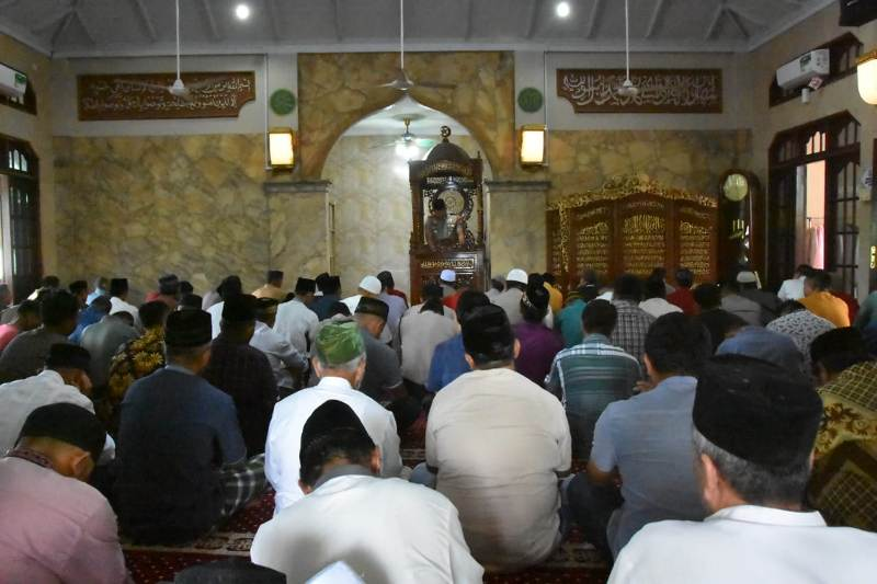 Jadi Khatib Ibadah Sholat Jumat, Kapolres Tanjungpinang Ingatkan Pentingnya Menjaga Persatuan dan Kesatuan