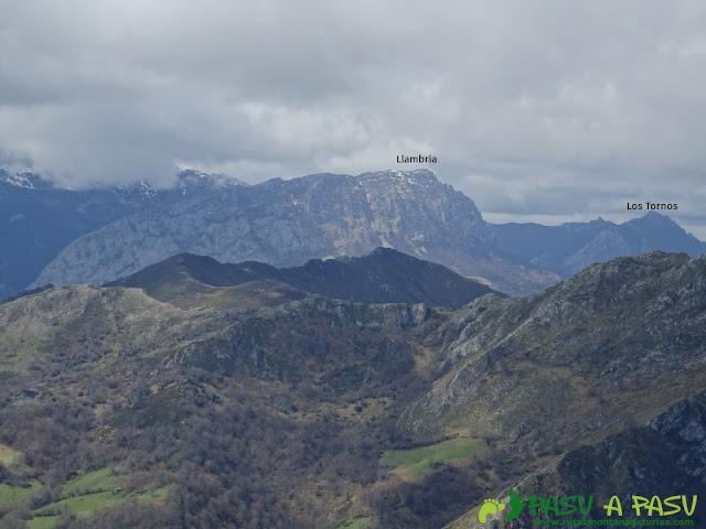 Vista de la Llambria y los Tornos desde el Carria