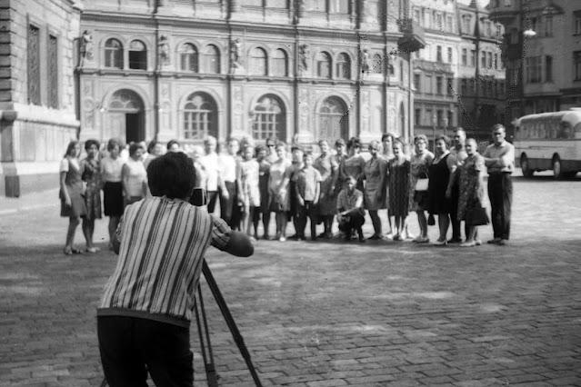 21 августа 1971 года. Рига. Площадь 17 июня. Групповое фото на память