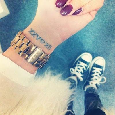 Tatuajes con fechas bonitos minimalistas