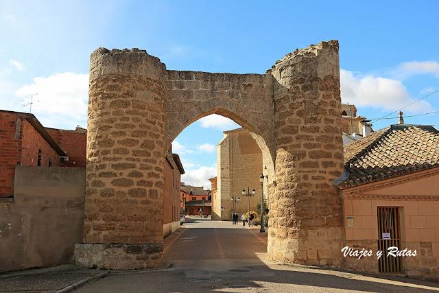 Puerta de la Villa o Arco de Santa María de Becerril de Campos