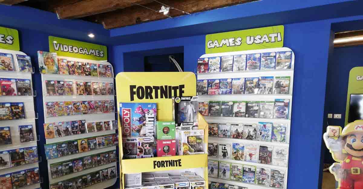 L'interno del negozio di videogiochi GameUp Venezia